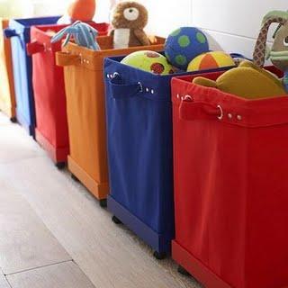 Cestas de tecido coloridos pode decorar um corredor
