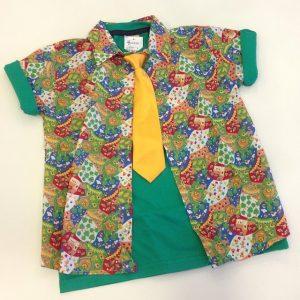 Camisa Junina do tamanho G ao 12, acompanha três retalhinhos para aplicar na calça ou bermuda por R$24,90. / Gravata por R$9,00.