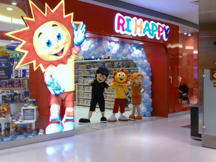 5a2ad90c0 Fortaleza recebe a segunda loja do futuro da rede Ri Happy - iMãe