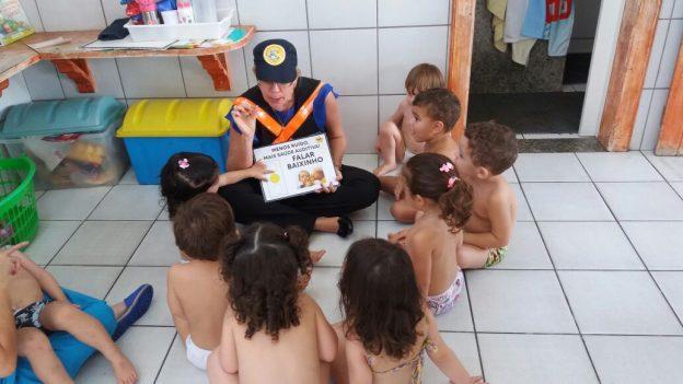 escola toca da criança