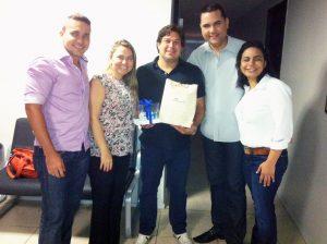 Cláudio Amaral (O POVO), Flávia Garcia (OPOVO), o aniversariante Adriano Rabelo (Rabelo), Adriano Matos (O POVO) e Micheline Santos (O POVO)