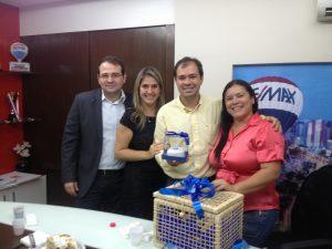 Renato Borges, da Remax Atitude, seus sócios Rejane bandeira e Leonardo Albuquerque, e com Priscilla Moraes (O POVO)