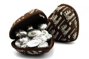 Os clientes da Ferrovia Eyewear serão presenteados, até 16 de abril, com  chocolates artesanais, ao comprar um par de óculos. f1c43070e4