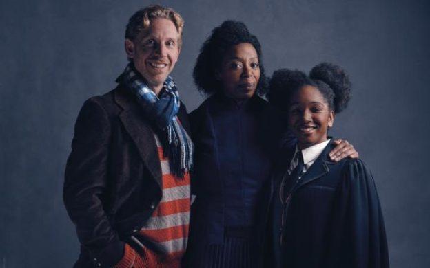 Rony, Hermione e a filha Rosa em cena da peça