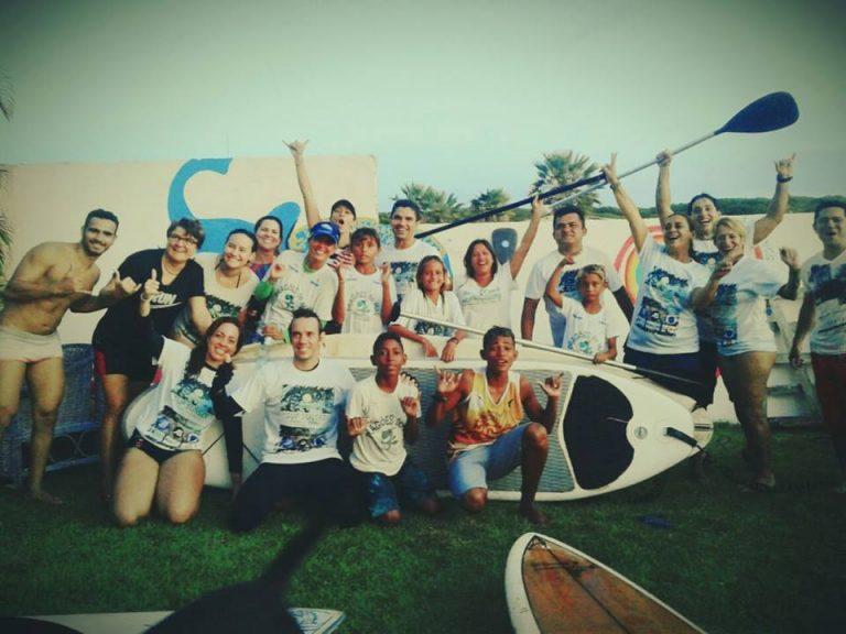 Turma da Asup e da Aldeia Surf Escola - Sabiaguaba