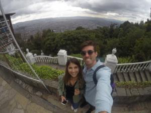 Eu e meu namorado na nossa primeira viagem à Colômbia.