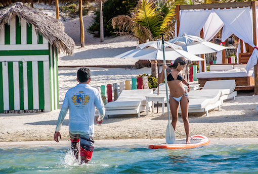 (Lagoa da Paraíso - Jericoacoara)- Na Alchymist Beach Club é possível alugar pranchas de SUP e canoas.