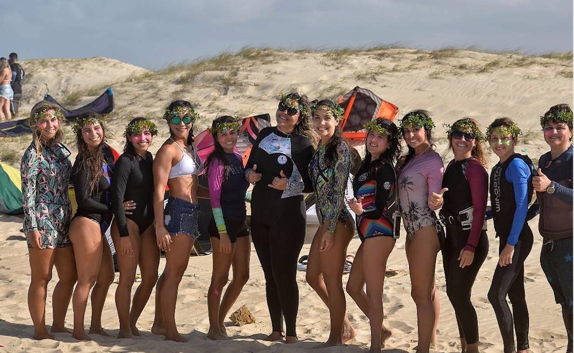 Kitesurfistas reunidas na última edição do downwind Ocean Flowers. (Foto: divulgação)