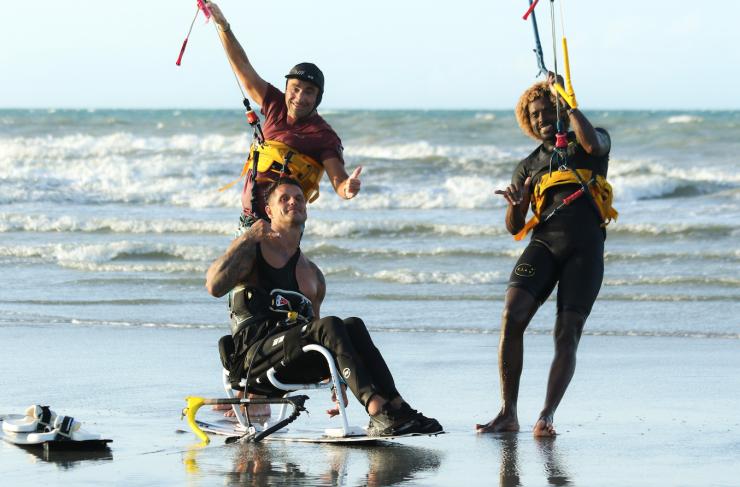Fernando Fernandes, Marco Dalpozzo e Mitu Monteiro depois do velejo na praia do preá. (Foto: Leca Mir)