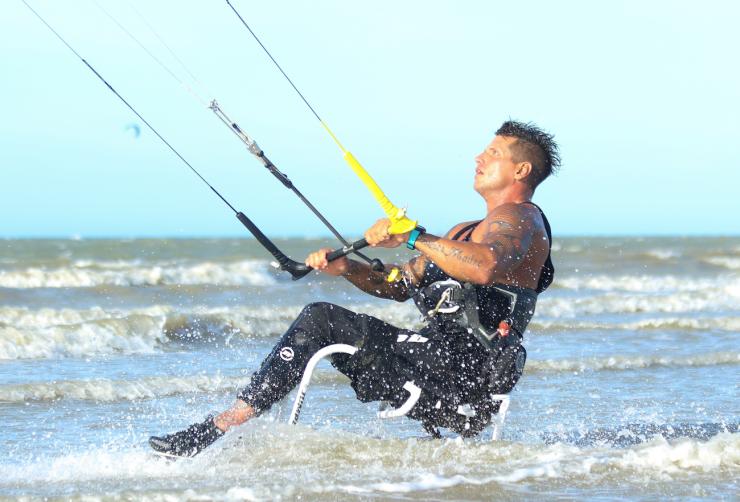 Fernando Fernandes veleja na praia do prea foto Leca Mir