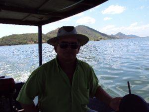Seu Pedro Beru, profissão: barqueiro