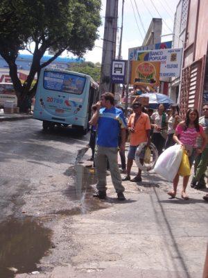 Avenida do Imperador, entre as ruas Pedro I e Pedro Pereira, Centro - outra parada sem abrigo