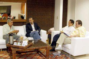 A partir da esquerda: General Amarante, eu, capitão Fujita, Demócrito Filho (diretor geral de Novos Negócios)