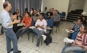 Conversa com os estudantes da Fanor. Clique para ampliar (Foto de Edmar Soares)