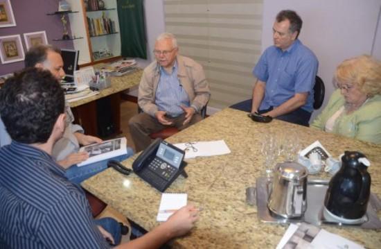 A partir da esquerda: o repórter Emmanue Montenegro, eu, Gary Neeleman, Volnei Oliveira e Rose Neeleman