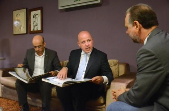A partir da esquerda: Franscisco Brandão e João Pignatelli, em conversa comigo