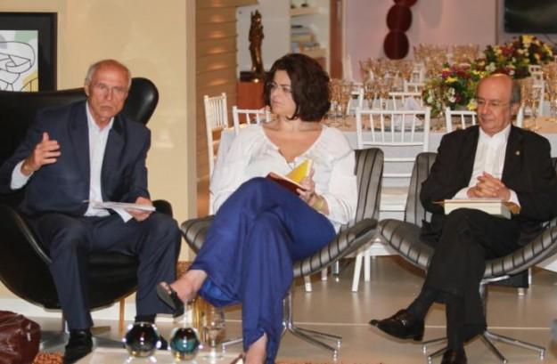 Ao lado de Luciana Dummar (presidente do O POVO) e do senador Pimentel, Eduardo Suplicy fala a jornalistas. Foto: Fábio Melo