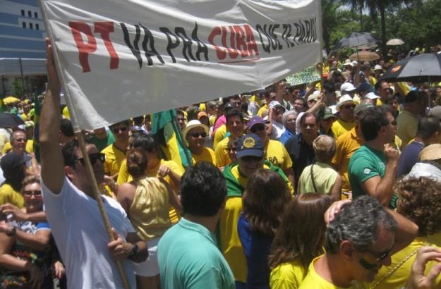 Opositores têm fixação com Cuba e Venezuela