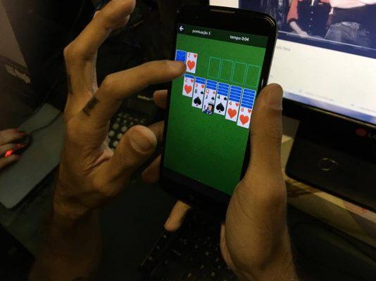 Usuários já estão jogando o game nos celulares
