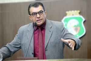 Ely Aguiar é apresentador de programas policiais (Foto: Divulgação/AL-CE)