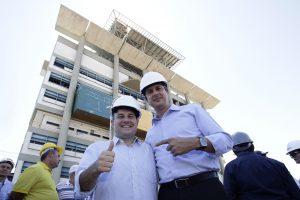 Camilo e Roberto Cláudio participaram de evento juntos nesta sexta (Foto: Aurélio Alves/Especial para O POVO)