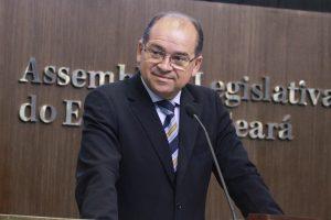 Zé Ailton diz que quer apenas transparência, sem punição dos PMs (Foto: Júnio Pio/AL-CE)