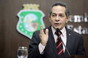 """Heitor critica """"bajulação"""" que teria sido feita pelo petista (Foto: Divulgação/AL-CE)"""