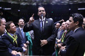 Sessão especial para votação do parecer do dep. Jovair Arantes (PTB-GO), aprovado em comissão especial, que recomenda a abertura do processo de impeachment da presidente da República. Deputado Vitor Valim (PMDB-CE)  Data: 17/04/2016 Foto: Antônio Augusto/ Câmara dos Deputados