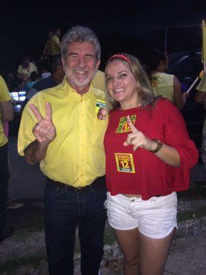 Sósia de Luizianne posa para foto com deputado federal Arnon Bezerra (PTB) (Foto: divulgação)