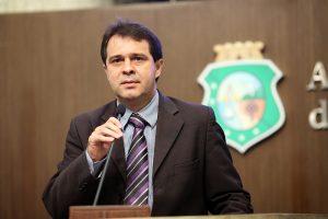 Evandro Leitão é relator da matéria (Foto: Divulgação/ Assembleia)