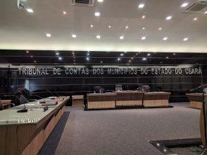 Letreiro do auditório da sede do TCM havia sido alterado após aprovação da PEC (Foto: Daniel Duarte/ Especial para O POVO)