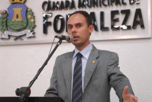 Márcio Cruz é o autor da proposta polêmica que dispensa alvará de funcionamento para igrejas (Foto: Divulgação / CMFor)