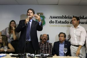 Governador negou acusações em entrevista coletiva (Foto: Fábio Lima/O POVO)