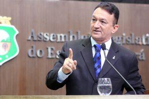 O apresentador de programas policiais Ferreira Aragão (PDT) apresentou a proposta (Foto: Divulgação)