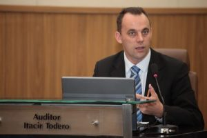 Auditor Itacir Todero substituía Teodorico Menezes no TCE (Foto: Sara Maia/O POVO)