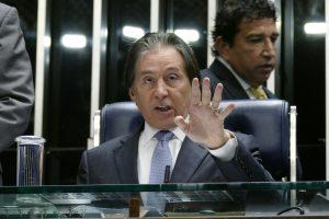 Eunício preside sessão do Senado