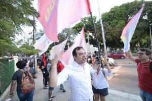Candidato do Psol participa de ato com militantes