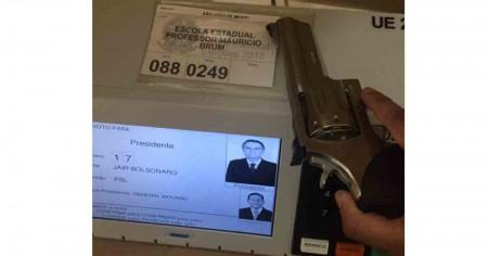 Polícia Federal investiga Arma na Urna