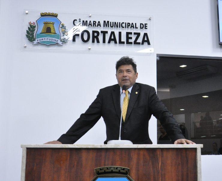 Carlos Mesquita foi efetivado após morte de Luciram Girão (Foto: Divulgação)