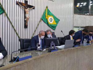 Mostra a mesa diretora durante a sessão