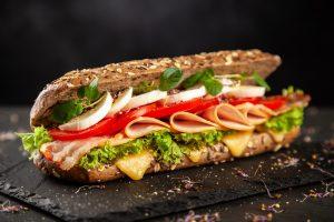 Foto de sanduíche de peito de peru da rede Subway.