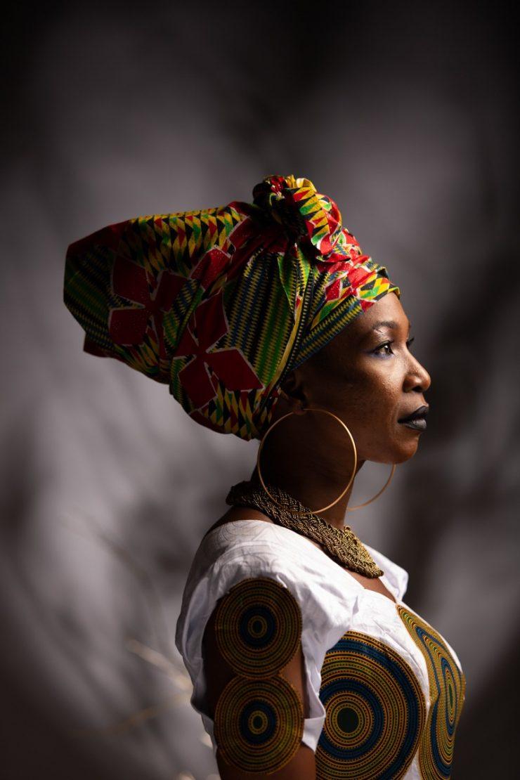 Mulher negra com turbante, representando Dia da Consciência Negra