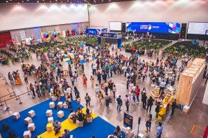 Eventos: imagem mostra grande número de pessoas em centro de eventos
