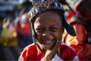 cariri: na imagem, criança sorrindo usando roupa típica