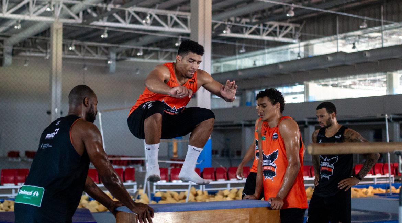 a293bc0c0 Basquete Cearense treina com aparelhos de ginástica artística para estreia  no NBB